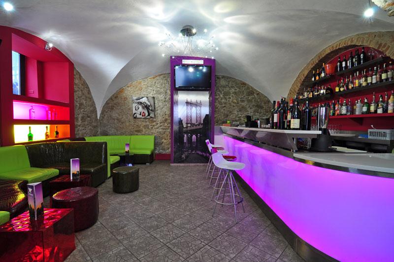TemaLiving Arredamento e illuminazioneSoho Lounge Bar